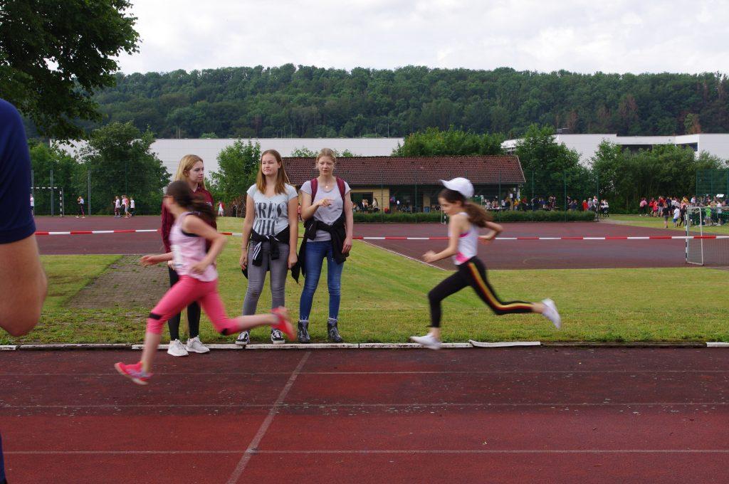 Mit Eifer ins Ziel des 50m Sprints